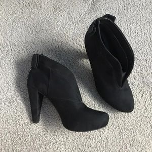 Black booties with bows